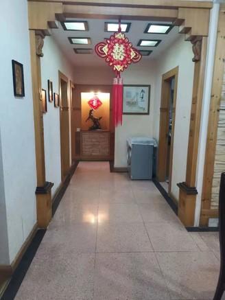 长塘二区多层一楼,三室精装无税,是四小六中学区房,送80平院子