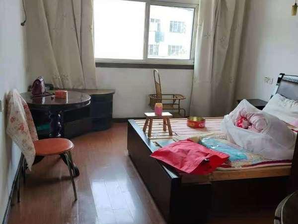 JR建行宿舍 豆腐巷 ;65平米,4/5楼,三室,精装修,挂1000/月