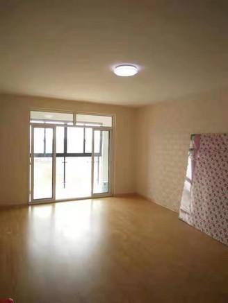 通和紫禁城 悅府;多層五樓,85平米,中等裝修,送車位 兩室兩廳, 97萬