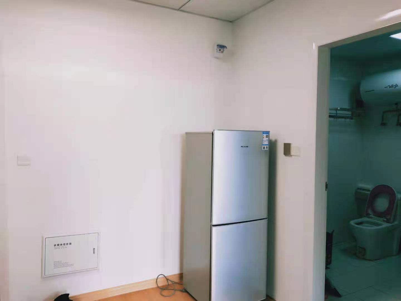 悦府公寓 精装 1600月租