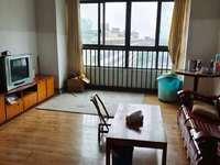 美都新城高層六樓,三室簡裝,有空調,床等,租1600元,在十二中對面